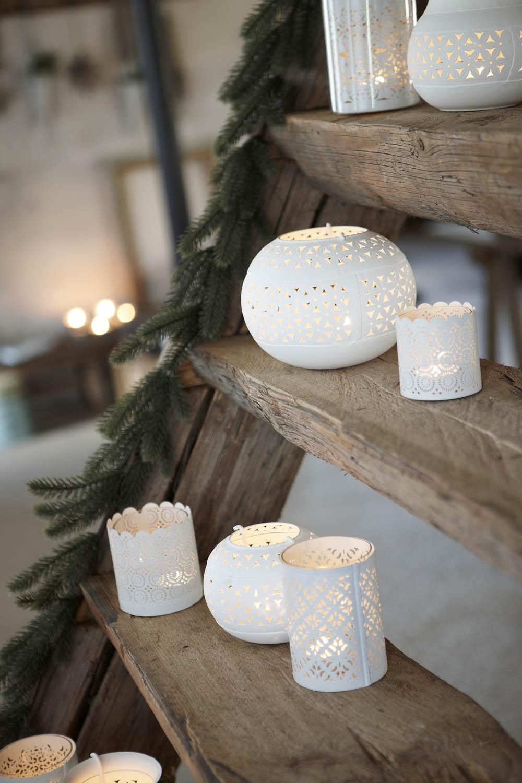 """Zapáľte si večer sviečky a vytvorte si """"intímčo"""". Budete mať chvíľku jeden pre druhého  bez toho, aby vás niečo nevalentínske rušilo."""
