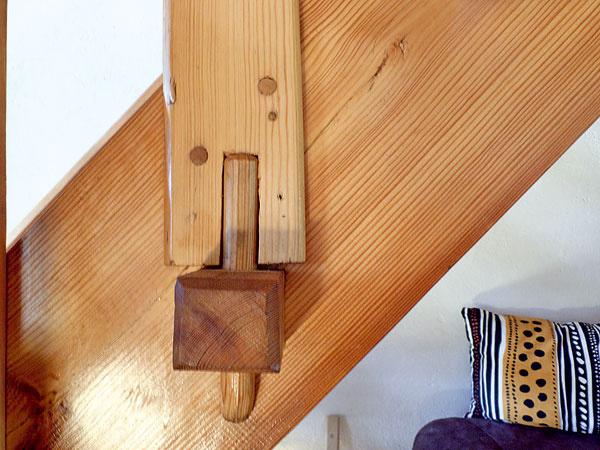 Detail kotvenia stĺpikov schodiska