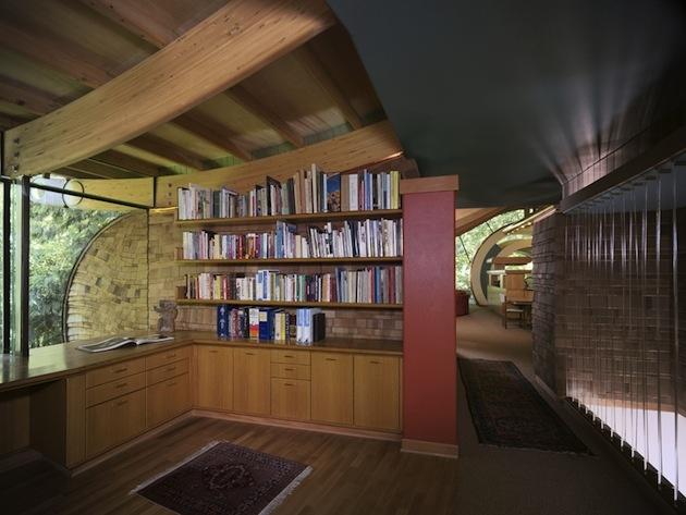V rovnako relaxačnom a upokojujúcom duchu je dom aj zariadený.