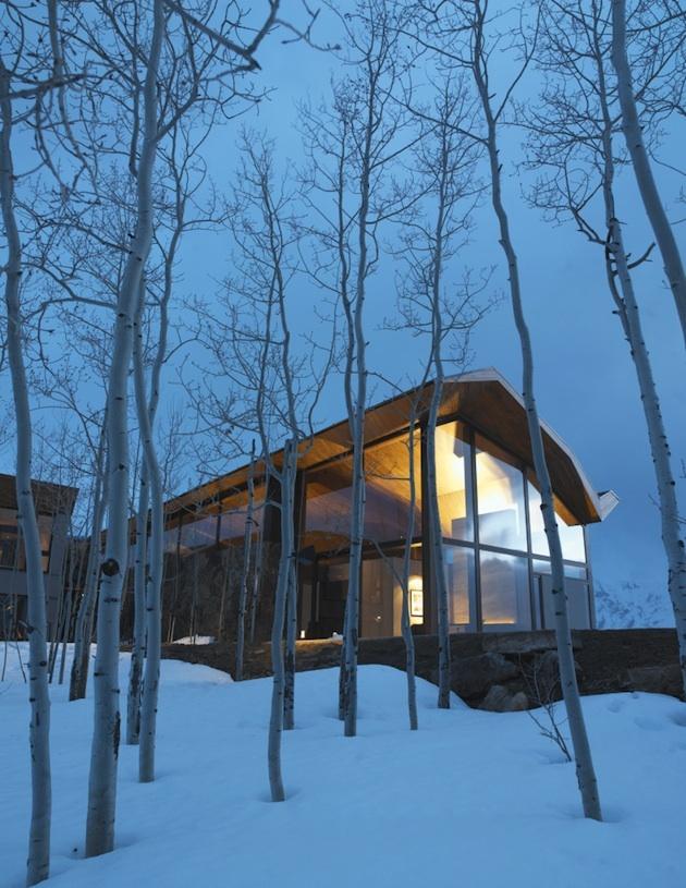 Obrovský moderný dom na samote