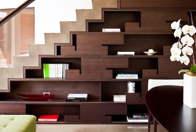 1. Obývacia stena pod schodami