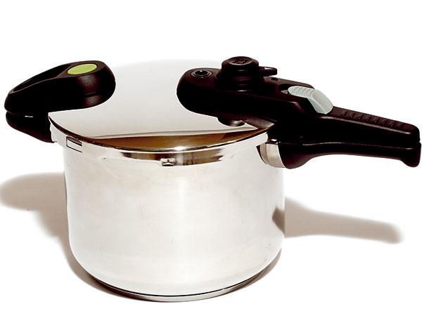 2. Tescoma Green Control Duo  143,40 € (tescoma.sk), Tescoma, 6 l a4 l, nehrdzavejúca oceľ, trojvrstvové sendvičové dno, odmerka vhrnci, navádzač nasadenia pokrievky  Hodnotenie +  jednoduchá manipulácia avarenie, balenie obsahuje väčší a menší hrniec    – ťažšie nasadzovanie pokrievky, neponúka možnosť varenia v pare