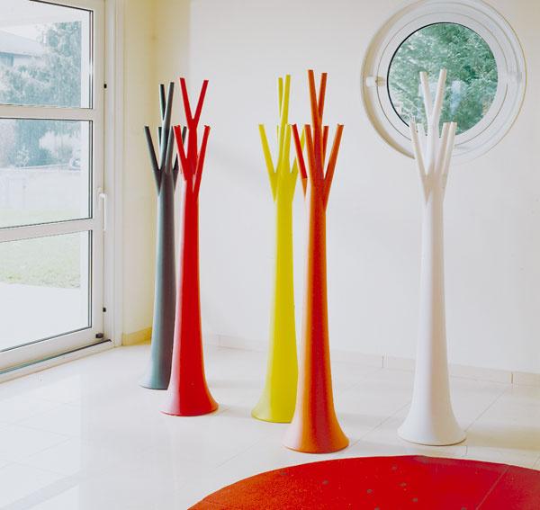 Do malého priestoru jeden strom, do väčšieho farebný les. Kto by odolal vstúpiť?