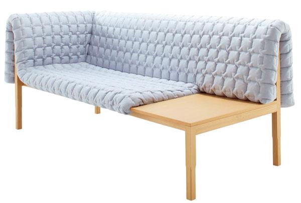 Ak si potrpíte na dobrý dizajn aveľkú predsieň vnímate ako výkladnú skriňu vášho bytu, skúste do nej umiestniť atraktívnu sedačku Ruché, vktorej sa spája tradícia drevených lavíc smoderným anezvyčajným poňatím čalúnenia, zdanlivo voľne prehodeným cez drevenú konštrukciu ako kúsok oblečenia.