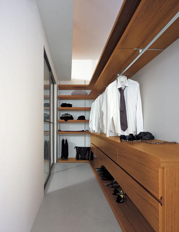 Vstavané skrine a šatníky