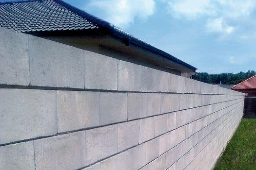 Betónový plot nemusí byť sivý