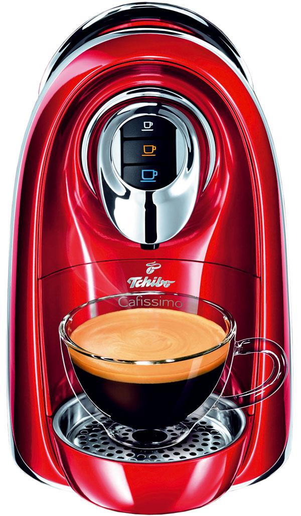 Dobrý koláč chutí najlepšie svoňavou kávou. Nový kávovar Tchibo Cafissimo Compact stechnológiou troch tlakov sparovania kávy azabudovaným zásobníkom na použité kapsuly vám takú pripraví. Cena 89 €. Predáva www.tchibo.sk.