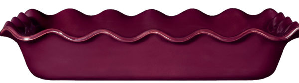 Koláčová forma z kolekcie Urban Colours od firmy Emile Henry, francúzska ručne vyrábaná keramika na pečenie vrúre aj vmikrovlnke, odoláva teplotám od –20 do 250 °C, 36 × 26 cm. Cena 31,50 €. Predáva Potten Pannen.