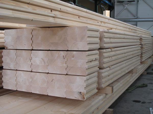 Jednotlivé prvky na výstavbu zrubu sú z lepeného lamelového ihličnatého dreva.
