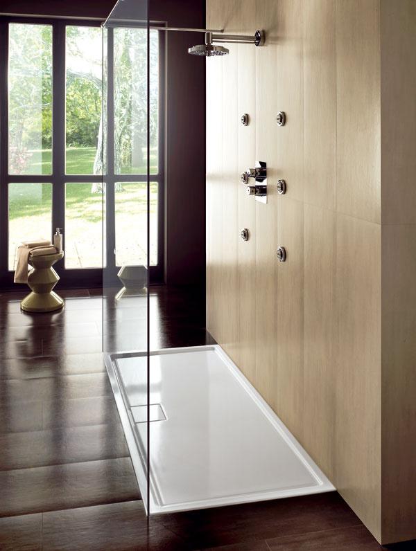 Sprchovacia vanička LIF.ST 160 × 80 cm od firmy Hatria, zmateriálu Heavycril. Vponuke sú rozmery 140, 150 alebo 160 × 80 × 4,5 cm. Cena od 684 €, predáva Poly System.