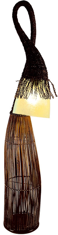 Stojacia lampa Sogod 058, filipínska drevina abaka, 188 €, www.svetsvetiel.sk