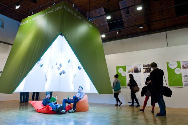 Výstava prác prvého ročníka súťaže Active House Award sa konala v Galérii Jaroslava Fragnera.