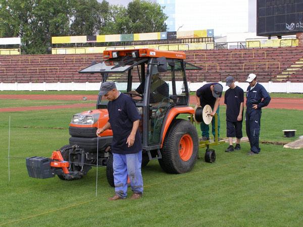 Radosť z futbalu na vyhrievanom trávniku so systémom DEVI