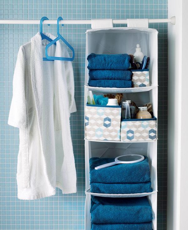 Úložný diel Skubb zpolyesteru, na suchý zips, 35 × 34 × 120 cm, dizajn Sarah Fager, cena 5,99 €. Predáva IKEA.