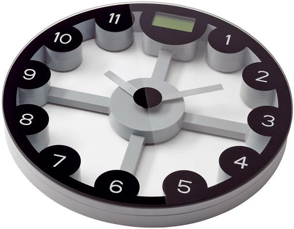 Osobná váha anástenné hodiny Anten, dve funkcie – meranie času a váženie vkilogramoch, librách akameňoch, priemer 30 cm. Cena 12,99 €. Predáva IKEA
