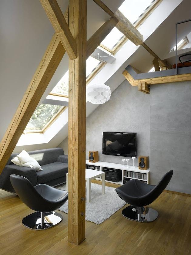 V interiéri prevláda dubové drevo a oceľ.