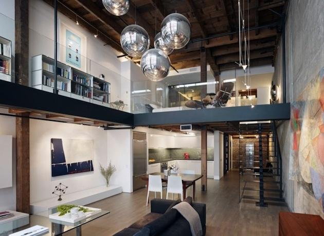 Keďže mal sklad vysoké stropy, architekti sa rozhodli pre mezonetové riešenie, aby využili jeho plný priestorový potenciál.