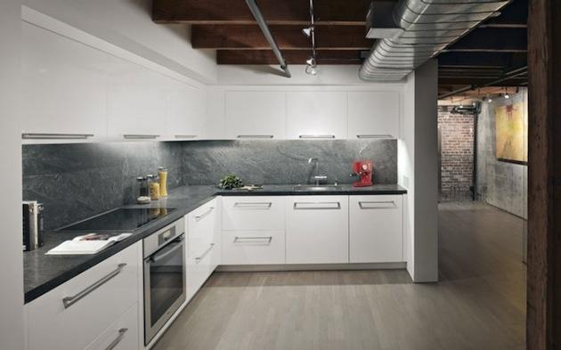 Biela kuchyňa opticky zväčšuje a rozžiaruje priestor.