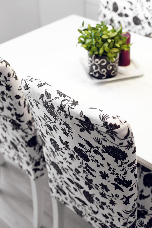 """Interiér zariaďovali tak, aby vyzeral dobre anevyšiel draho: """"Stavba totiž zhltla veľkú časť nášho rozpočtu. Vtejto situácii som ocenila ponuku IKEY, kde sa dá kúpiť pekný moderný nábytok za naozaj prijateľné ceny."""""""