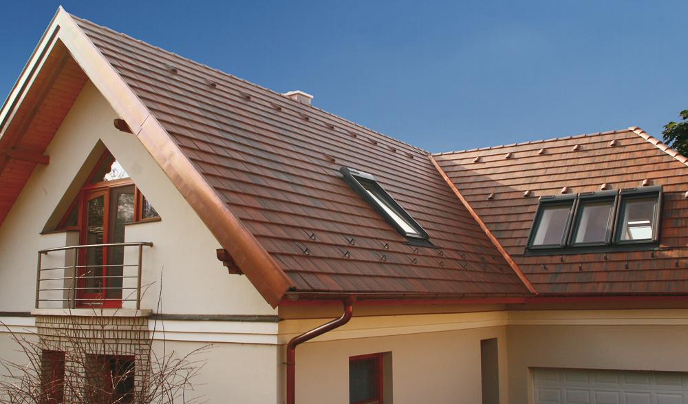 Povrch betónovej škridly je ošetrený ďalšou ochrannou vrstvou rovnakého farebného odtieňa ako základná farba. Táto vrstva zabezpečí ochranu proti vzniku machu aneželaným škodlivým vplyvom znečisteného ovzdušia vmestách.