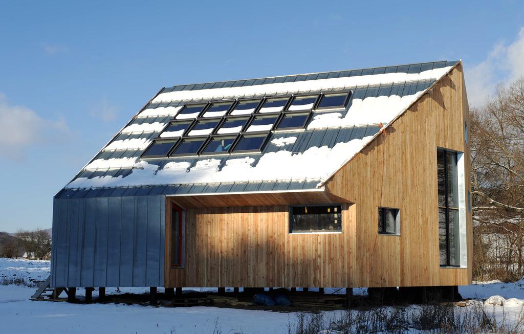 Pasívny drevo-slamený dom na severnom svahu