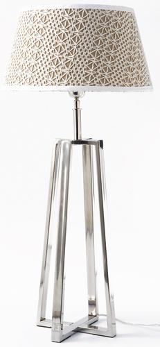 Lampa Royalton, možno si vybrať zdvanástich druhov tienidla. Cena 186 €. Predáva Elmina, Light Park.