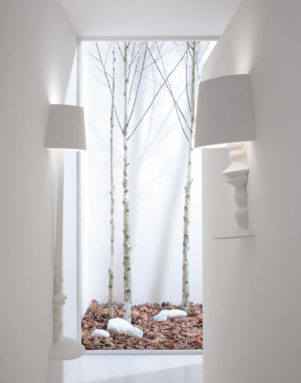 Do priestoru, kde budú umiestnené svietidlá ALI' E BABA', ktoré sú dielom Mattea Ugoliniho, už nebudete potrebovať nič viac na dekorovanie. To, čo by ste minuli na obrazy adekorácie, pridajte radšej kcene za svietidlá.