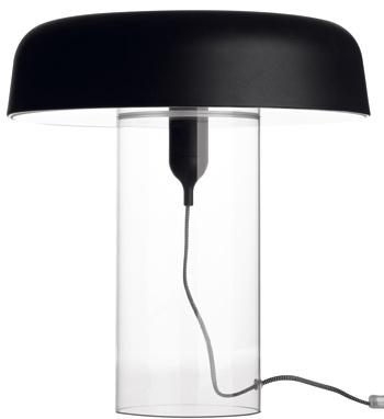 Stolová lampa Goble, číra akrylová základňa sčiernym kovovým vrchom, 48 cm, priemer 46 cm. Cena 429 €. Predáva BoConcept, Light Park.