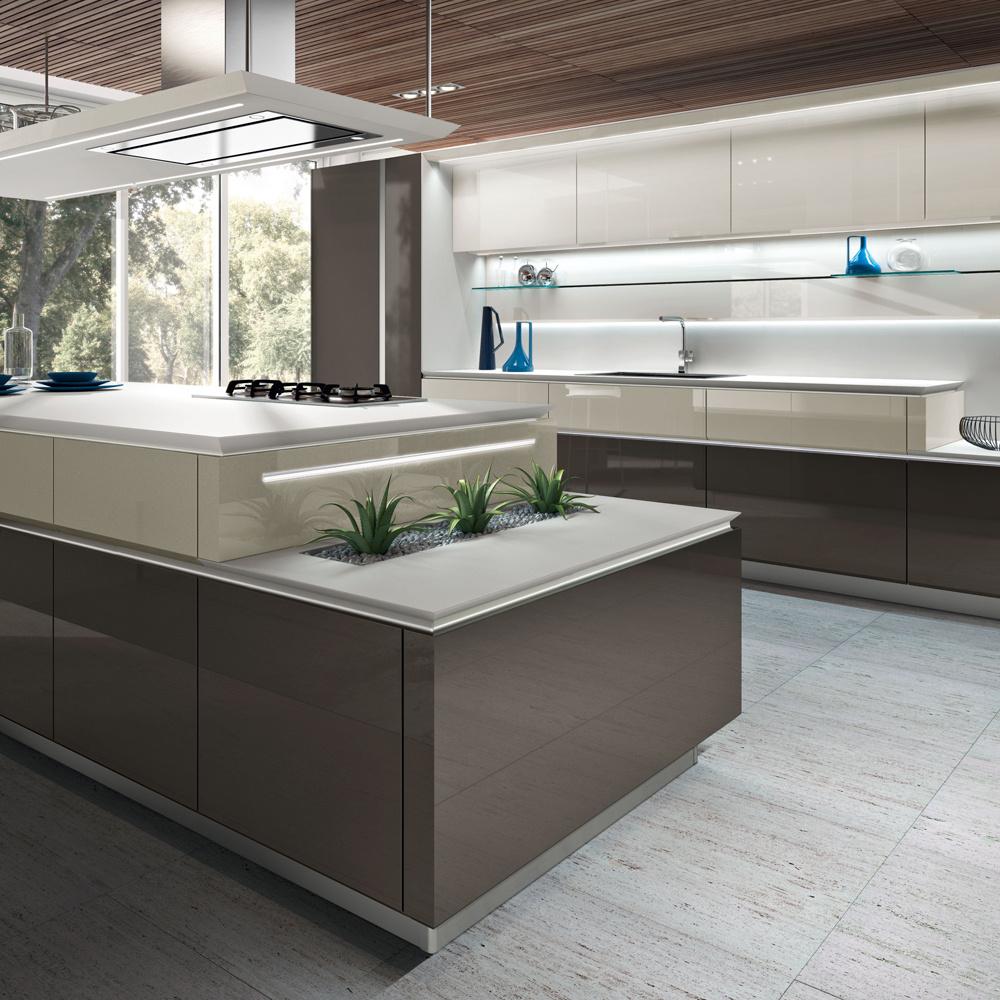 Spolupráca štúdia Pininfarina akuchynského výrobcu Snaidero sa podpísala aj na tomto koncepte kuchyne Idea 40. Zaujala nás tlmená farebnosť apremyslené riešenie osvetlenia narôznych úrovniach.