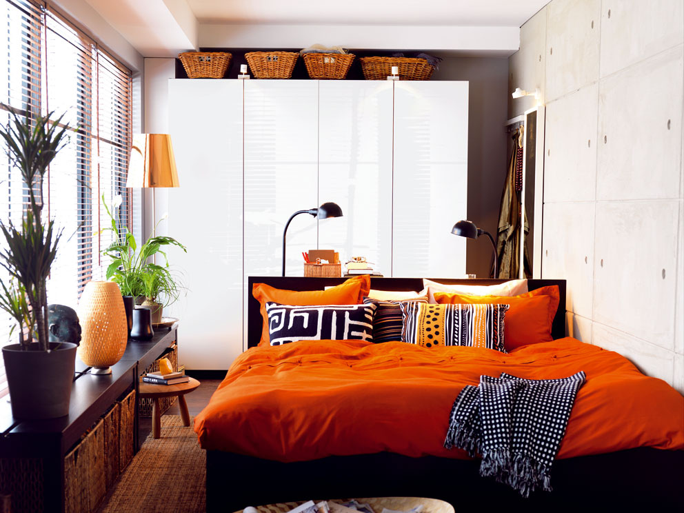 Šatník PAX sposuvnými dverami, 459 €, IKEA  Rám postele Malm, 119€, IKEA