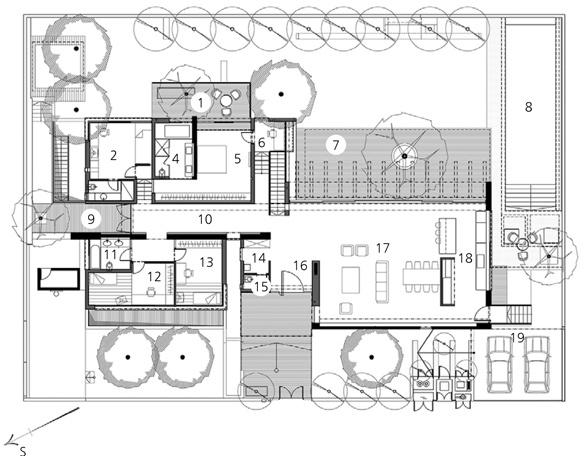 Horné podlažie 1 – terasa 2 – spálňa 3 – kúpeľňa 4 – veľká kúpeľňa 5 – veľká spálňa 6 – podesta spracovným stolom 7 – terasa 8 – reflexná nádrž 9 – terasa 10 – chodba 11 – kúpeľňa 12 – detská izba 13 – detská izba 14 – šatňa 15 – WC 16 – vstup 17 – obývací priestor 18 – kuchyňa 19 – parkovacia plocha