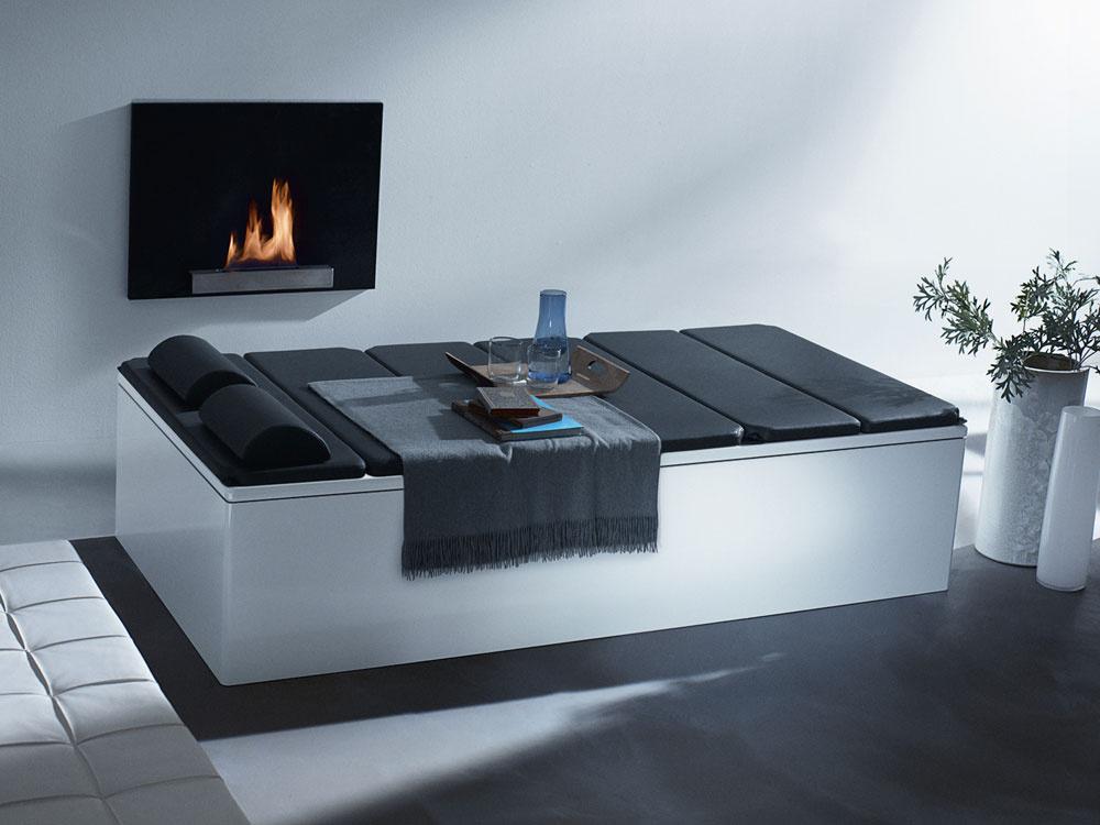 Relaxačné ležadlo od firmy Kaldewei, ktoré získalo cenu iF design award, a dá použiť aj na vaňu Bassino. Cena ležadla v antracitovej farbe na vaňu s rozmermi 200 × 100 cm 3 096,00 €, cena stojana 554,40 €.
