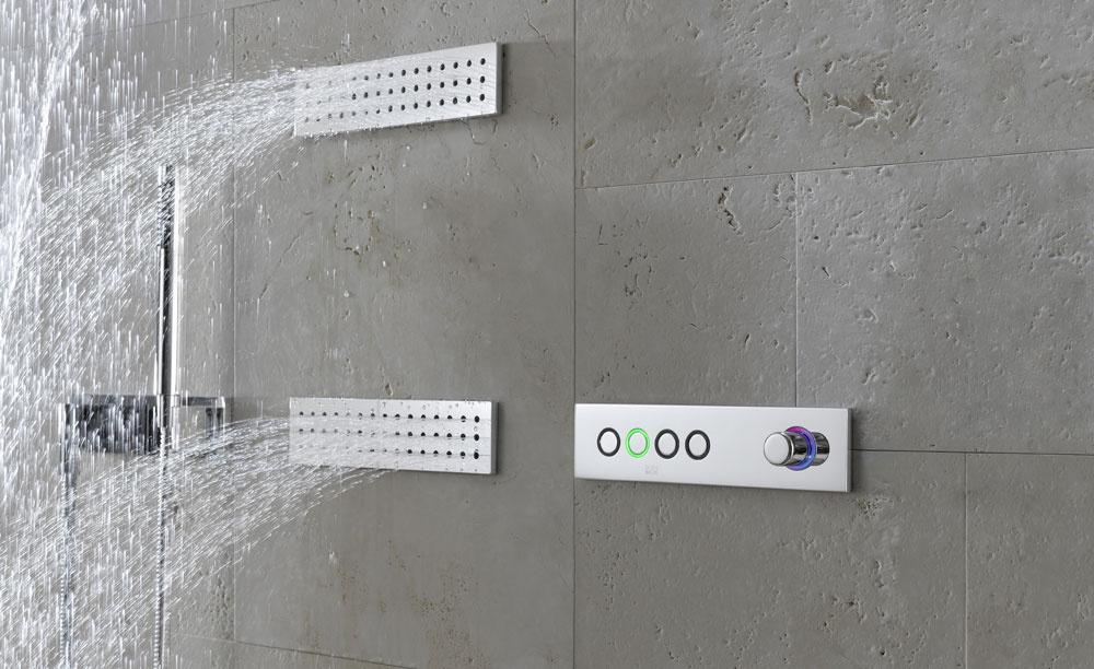 Výrobca batérií Dornbracht predstavil novú technológiu Ambiance Tuning Technique umožňujúcu využiť vodu na vytvorenie jedinečných scenárov. Definuje sprchovanie ako spojenie zvláštneho zážitku, estetickej architektúry, minimalistického dizajnu, komfortnej obsluhy ainovatívnej technológie. Tri scenáre Balancing, Energizing aDe-Stressing pôsobia na telo adušu, pomocou dýz JustRain, WaterSheet aWaterBar. Modulárna konštrukcia systému (60 × 60 cm mriežka), montážna lišta × Grid. Odporúčaná cena od 10500 €.