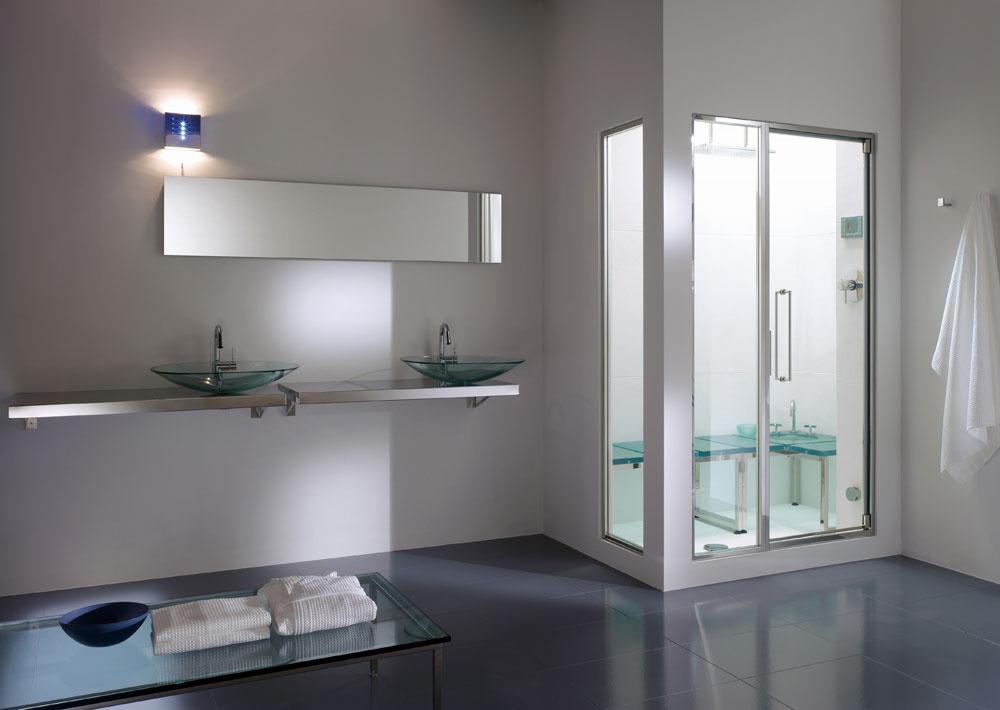 Vkaždej kúpeľni, kde je priestor na sprchovací kút, môže byť aj parný kúpeľ. Koncepcia Hammam umožňuje navrhnúť optimálnu veľkosť parného kúpeľa podľa počtu osôb. Najmenší variant pre 1 až 2 osoby je vhodný do sprchovacieho kúta srozmermi od 80 až 100 cm. Výhodou je nenáročné technické riešenie, ktoré sa skladá zparného generátora, kvalitných dverí azasklených panelov. Parný generátor môže byť umiestnený na stene zvonka sauny, vo vedľajšej miestnosti, nad alebo pod kúpeľňou, ba dokonca aj vodverách do sprchy. Vytvorená para prúdi do uzavretého priestoru tureckého kúpeľa cez teleso zpochrómovanej mosadze, ktoré umožňuje pridať do pary vonné esencie vtekutej alebo bylinnej forme (aromaterapia). Doplnkom býva tiež chromoterapia smožnosťou voľby 10 farieb. Celú koncepciu Hammam dopĺňajú dvere, špeciálne navrhnuté tak, aby na jednej strane umožňovali vstup čerstvého vzduchu ana druhej strane zabraňovali úniku pary. Všetky sú navrhnuté tak, aby sa dali umiestniť do kúpeľne každého v