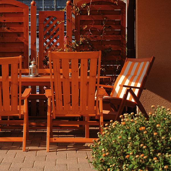 Vstarostlivosti odrevo existujú dve základné možnosti. Buď sa vyberiete prírodnou cestou, vhodným výberom dreviny aakceptovaním prirodzeného starnutia apremeny dreva časom, alebo cestou chemickej ochrany, ktorá predĺži pôvodný vzhľad a charakter dreva.