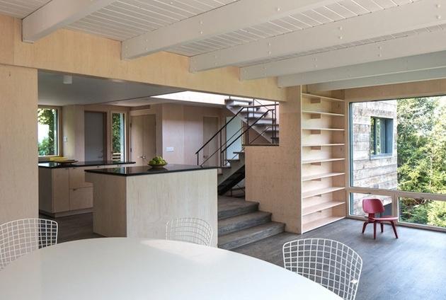 Pôvodne ide o budovu z roku 1970. Cieľom rekonštrukcie bolo zdôrazniť osobnosť jej obyvateľov.