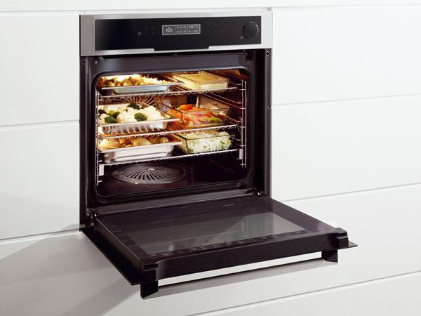 Kombinovaná rúra Electrolux CombiSteam Deluxe, veľký vnútorný priestor, nový systém roštov – 9 úrovní, veľa kombinácií pary shorúcim vzduchom, sonda FoodProbe, 1 028 €