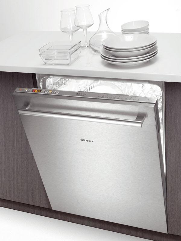 Vstavaná umývačka HotPoint LFTA++ H214 HX, 14 súprav riadu, 12 programov, Sensor System – tichý chod (42 dB), šírka 60 cm, trieda A++, Duo Wash – odlišný tlak vody vhornom a spodnom koši, 599 €
