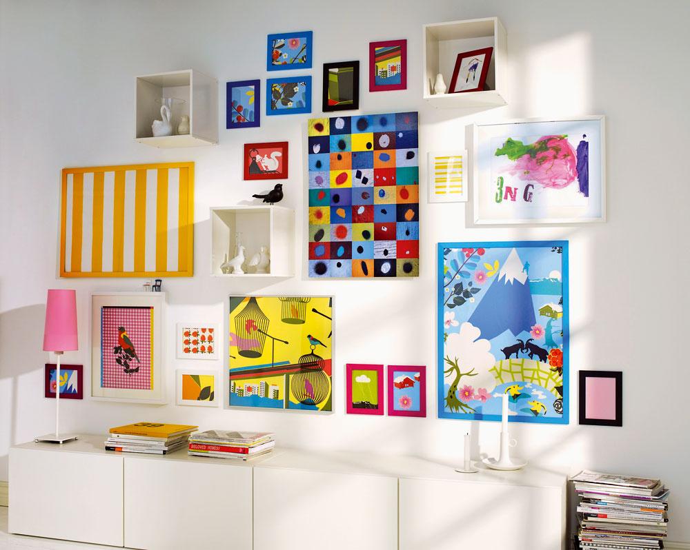 Zarámujte si zaujímavý kus látky amáte jednoduchú aefektnú dekoráciu. Môžete ju zladiť stextilnými prvkami vinteriéri alebo si vytvorte kreatívnu stenu, ktorá vám osvieži priestor.