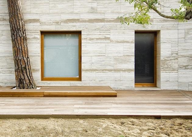 Jednoduchý, ale detailne prepracovný dom.