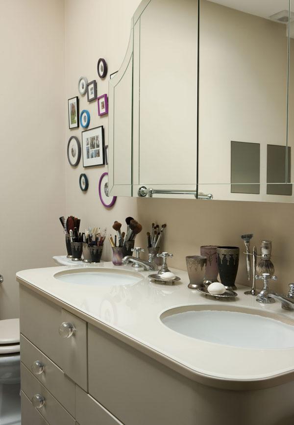 I keď kúpeľňa nie je veľmi veľká, umývadlo pre domáceho pána ipani tu boli nevyhnutnosťou.