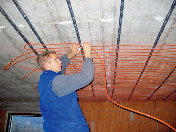 Montáž podomietkových registrov stropného chladenia