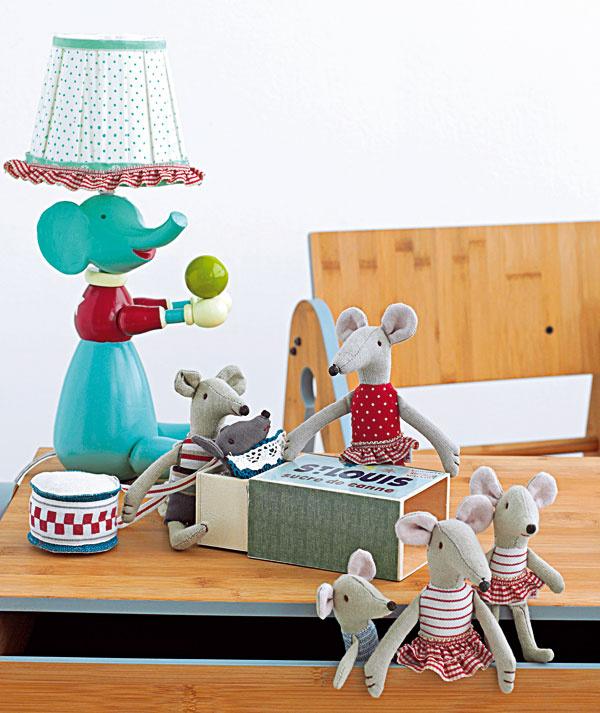 Hračky rozprávajú príbehy Nevyhadzujte svoje staré hračky. Tie, čo svami preskákali detské časy, budú pre vaše deti tým najvzácnejším darom, ktorý si so sebou nesie rodinný príbeh.