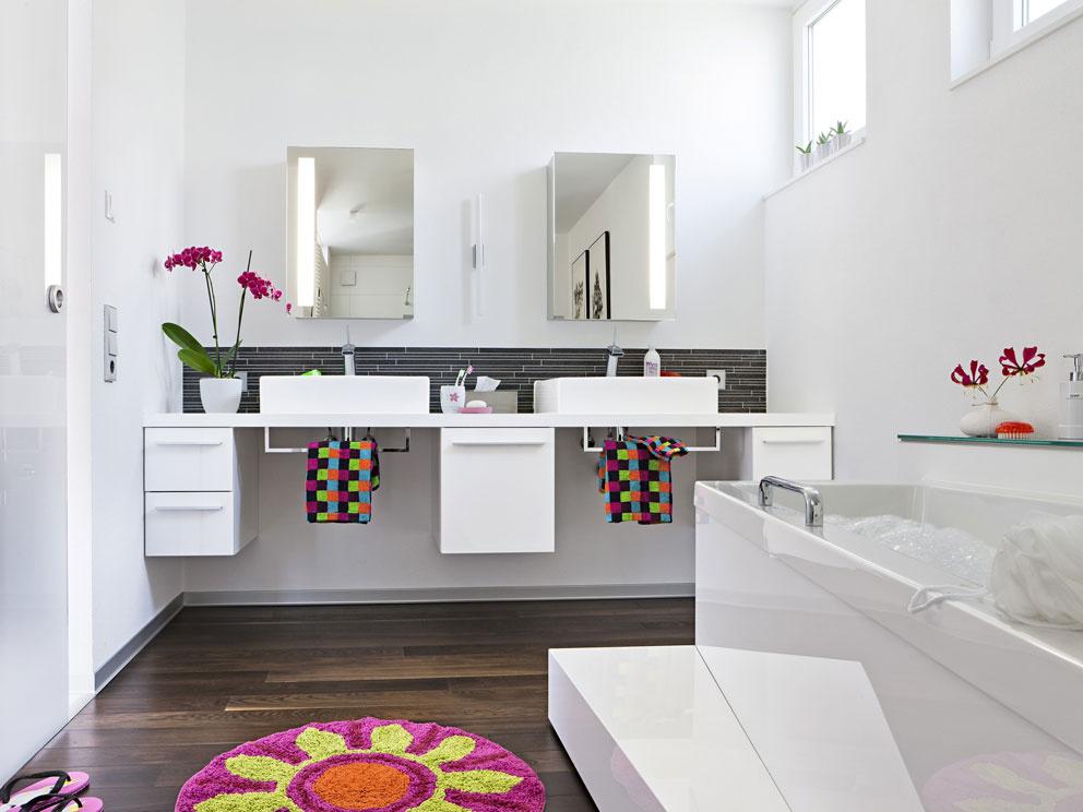 Nápadité riešenia do úzkej kúpeľne