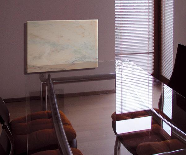 Panely vmramorovom vyhotovení sú vhodné najmä na vykurovanie reprezentatívnych priestorov ahál. Svoje využitie však nájdu aj v kúpeľni alebo v obývačke.