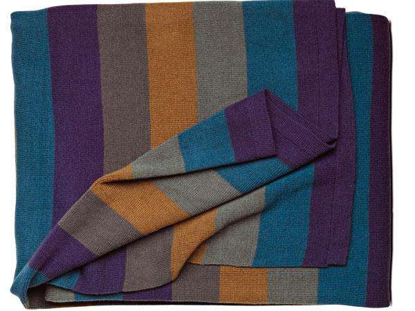 "Pletená deka ""blue/camel/grey"", 130 × 170 cm, cena 49 €. Predáva BoConcept, Light Park"