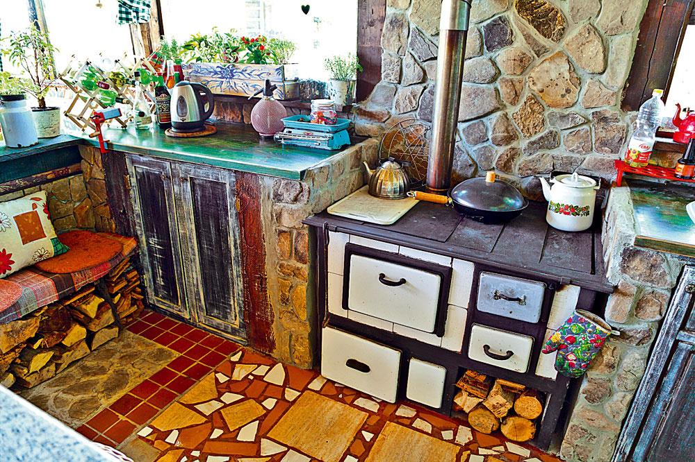 Rozbité obkladačky nevyhadzujte. Môže znich vzniknúť dokonalo nedokonalý mozaikový originál.