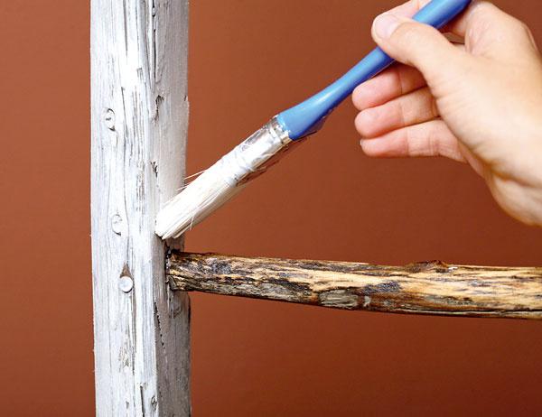 4. Boky napenetrujeme bielou farbou zriedenou svodou vpomere 1 : 1.