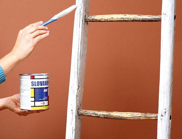 3. Stupienky na rebríku natrieme ochrannou lazúrou na drevo.