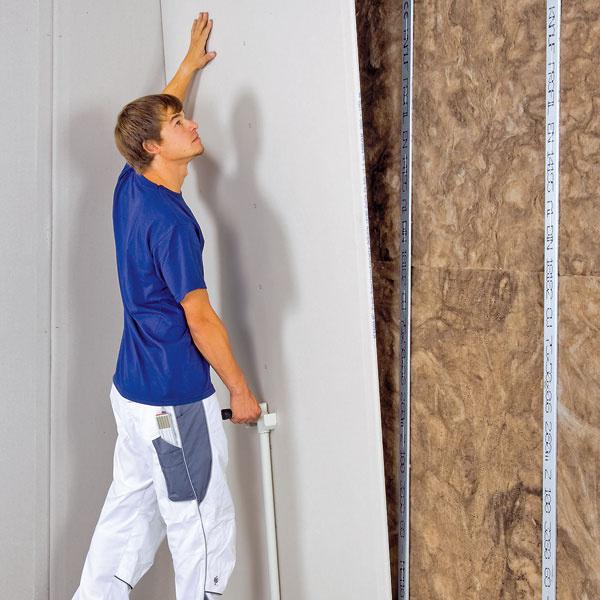 Výhoda nízkej hmotnosti Sadrokartónová priečka vďaka svojej nižšej hmotnosti menej zaťažuje konštrukciu stropu. Znižuje sa tým jej prehnutie aeliminuje riziko vzniku trhlín vstropoch aj vpriečkach, možno tak znížiť aj celkovú hmotnosť stavby.